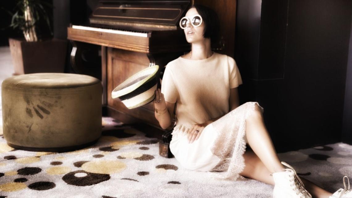 Underdressed vs overdressed with Corina ApresMidi
